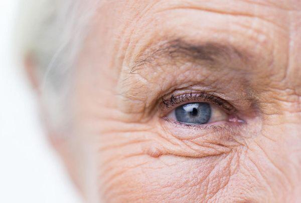 Глаз пожилой женщины