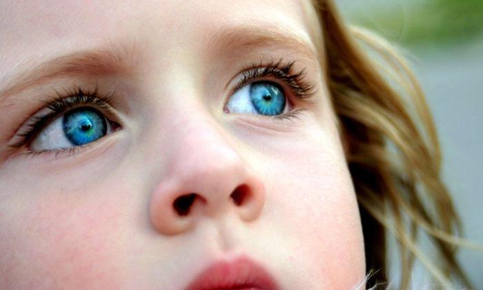 голубоглазая девочка