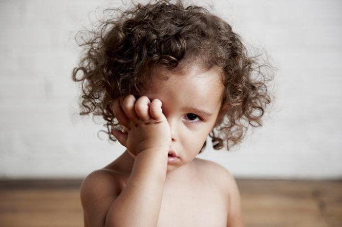 Отёк верхнего века у ребенка