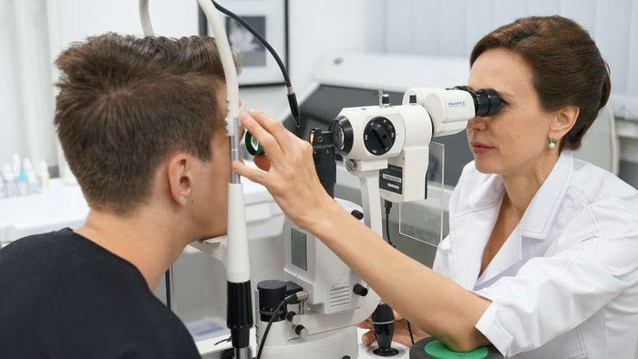 Проверка сетчатки глаза