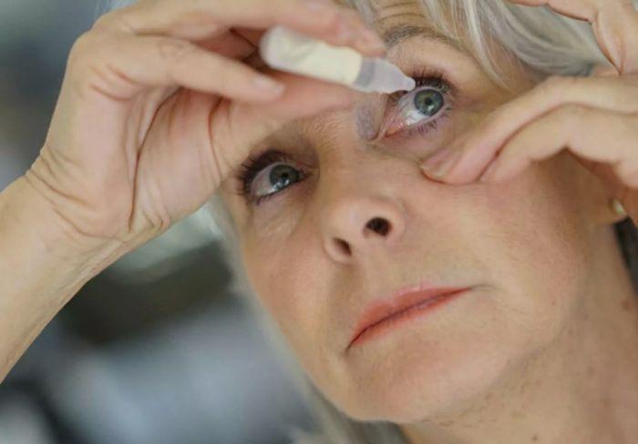 Применение глазных капель после операции