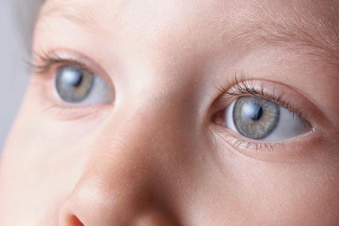 Голубые глаза ребенка