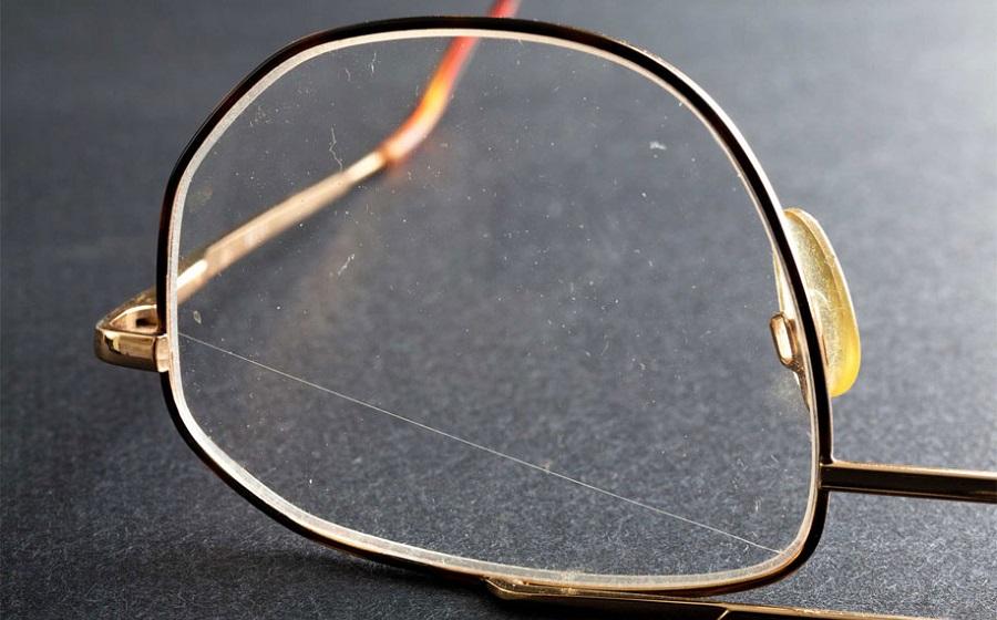 Царапина на очках